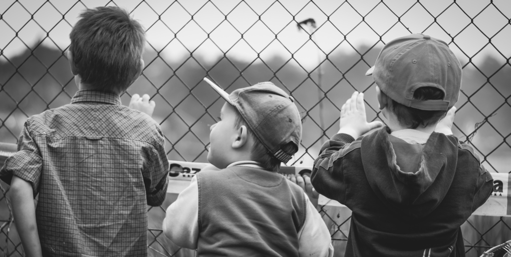 Content-Fotos_Small_0029_black-and-white-boys-children-curiosity-277477