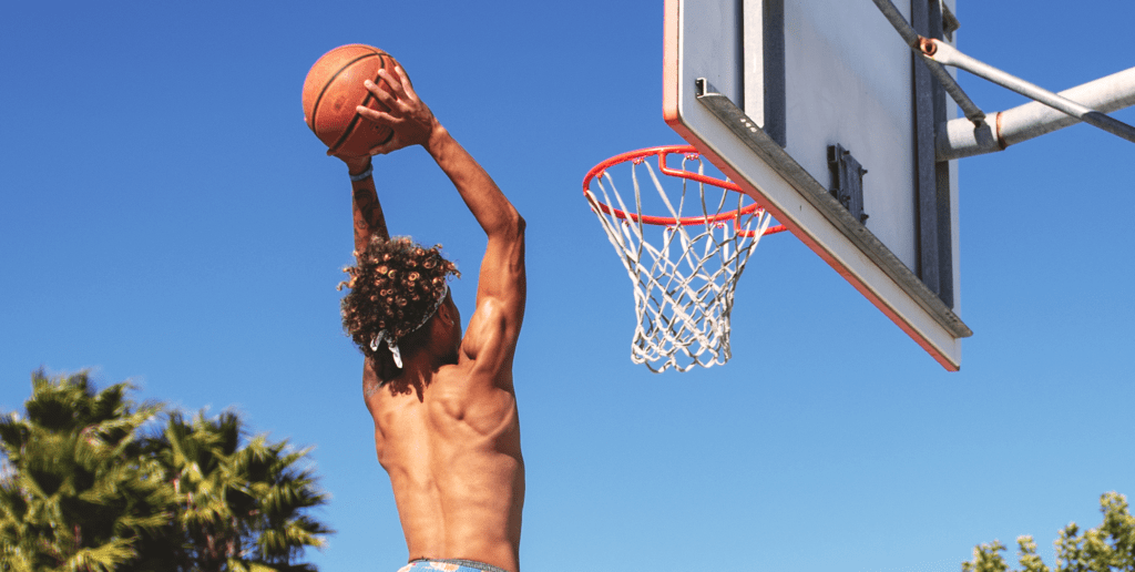 Content-Fotos_Small_0047_man-wearing-blue-and-yellow-shorts-playing-basketball-1080884